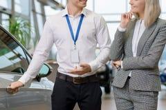 Продавец предлагает его обслуживания Стоковое Изображение RF