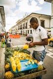 Продавец плодоовощ в белом городе popayan Колумбии Южной Америке Стоковое Фото
