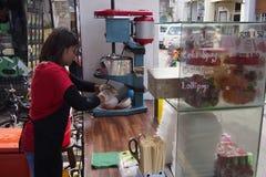 Продавец шарика льда Стоковая Фотография RF