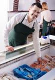 2 продавца замороженных рыб Стоковые Изображения