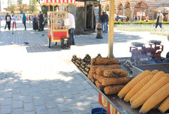 Продавцы, еда и улицы мозоли Стамбула, Турции Стоковая Фотография