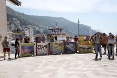 Продавцы отклонения маленькой лодки на гавани в Дубровнике Хорватии Стоковое Фото