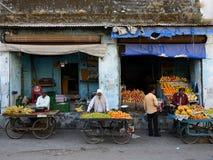 Продавцы улицы овощей в Индии Стоковые Фото