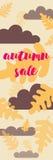 Продажа или скидки осени Слова на предпосылке дуба листают Стоковые Фото