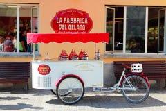 Продажа улицы домашнего мороженого Стоковое фото RF