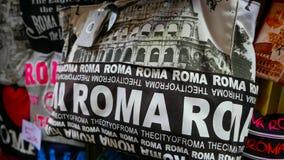Продажа улицы сувенира в Риме - сумках от Рима Стоковая Фотография RF
