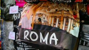 Продажа улицы сувенира в Риме - сумках от Рима Стоковые Фотографии RF