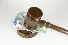 Продайте молоток, символ власти и деньги с аукциона Стоковое Изображение RF