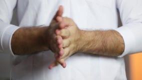 Продезинфицируйте голые руки с брызгом Концепция медицины и здоровья в больнице или лаборатории акции видеоматериалы