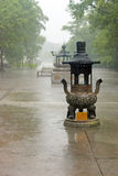 Проливной дождь в буддийском монастыре, Lantau Стоковая Фотография RF