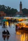 Проливной дождь в вечере Марокко, Djemaa el Fna стоковые изображения rf