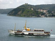 Пролив Стамбула строб, и линия пролива пассажирских кораблей Чёрного моря Стоковая Фотография