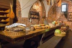 Продовольственные ресурсы в бывшей кухне стоковые фото