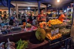 Продовольственный рынок ночи в Паттайя Стоковое Фото