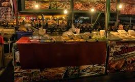 Продовольственный рынок ночи в Паттайя Стоковые Фотографии RF