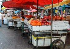 Продовольственный рынок улицы Чайна-тауна в Бангкоке, Таиланде Стоковые Изображения