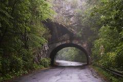 Проложите тоннель в горе около Lillafured, Miskolc, Венгрии стоковая фотография rf