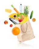 Продуктовая сумка с здоровой едой стоковое изображение rf