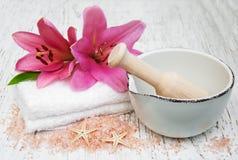 Продукты курорта с цветками лилии Стоковые Фото