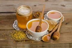 Продукты мед пчелы, цветень, соты Стоковые Фото