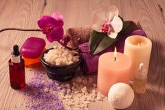 Продукты природы курорта Соль моря, ароматичное масло и мыло Стоковая Фотография RF