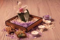 Продукты природы курорта Соль моря и ароматичное мыло Стоковые Изображения