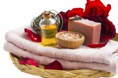 Продукты роз красоты курорта с естественным мылом, маслом массажа, соль, Стоковые Фото