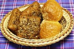 Продукты хлеба пшеницы на голубом тартане стоковое изображение rf
