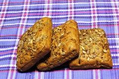 Продукты хлеба пшеницы на голубом тартане стоковые изображения