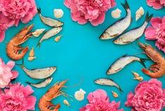 Продукт моря и предпосылка цветков Стоковые Фото