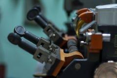 Продукция машины двойного ключа металла Стоковая Фотография