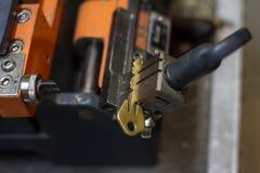 Продукция машины двойного ключа металла Стоковое фото RF