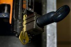 Продукция машины двойного ключа металла Стоковые Фото