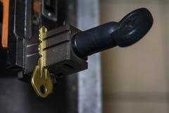 Продукция машины двойного ключа металла Стоковое Изображение RF