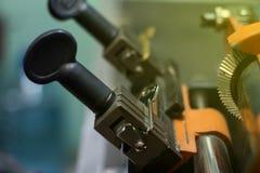 Продукция машины двойного ключа металла Стоковые Фотографии RF
