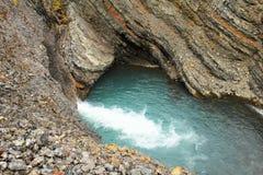 Пруд воды в утесе, Шпицбергене (Шпицберген) Стоковые Фото