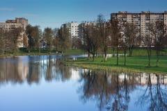 Пруд в парке города стоковые изображения