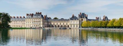 пруд дворца fontainebleau стоковая фотография
