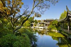 пруд сада осени китайский Стоковое фото RF