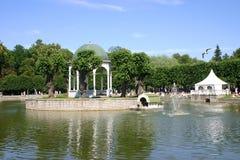 пруд фонтана беседки Стоковое Изображение