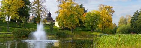 пруд фонтана осени 26 3mp Стоковые Фотографии RF