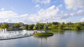 пруд фонтана самомоднейший Стоковые Фото