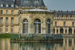 Пруд и дворец Фонтенбло Стоковое Изображение RF