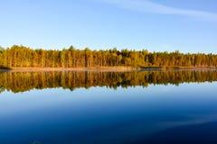 Пруд осени спокойный в рано утром Стоковое Изображение RF