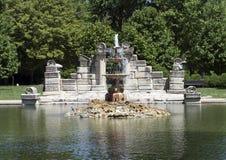 Пруд фонтана, парк рощи башни Стоковая Фотография