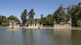 Пруд фонтана, парк рощи башни Стоковая Фотография RF
