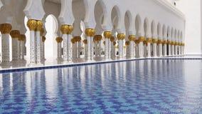 Пруд 4k мечети ОАЭ света лета времени дня известный главный сток-видео