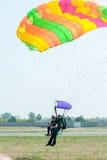 Прыжок с парашютом в тандеме Стоковое Изображение