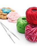 Пряжи и крюки вязания крючком Стоковое Изображение