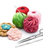 Пряжи и крюки вязания крючком Стоковые Изображения